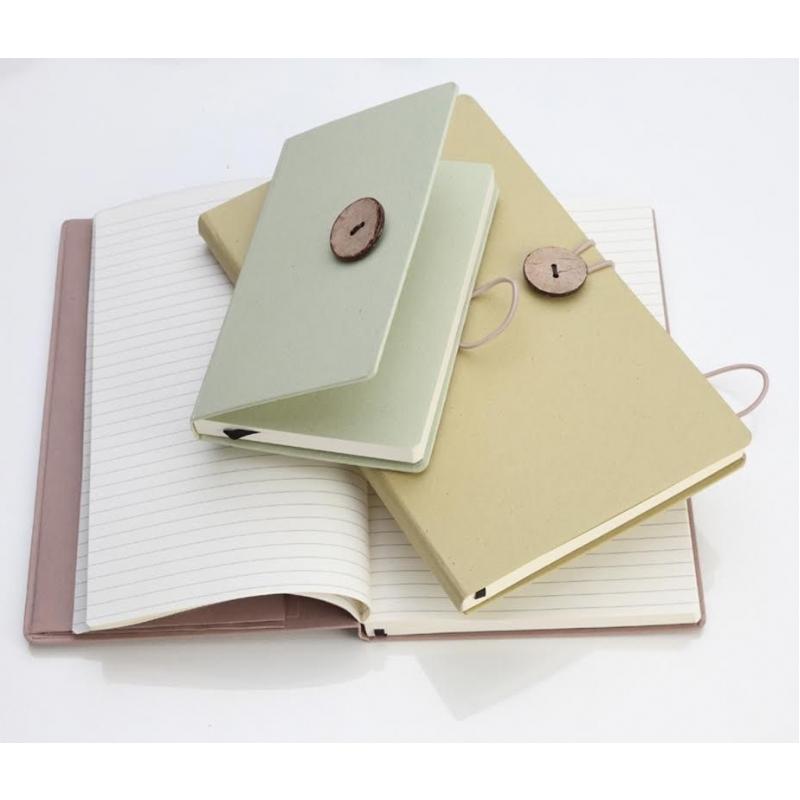 Notitieboek van FSC papier met groente- en fruitafval